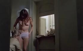 Tania Busselier, scena di nudo