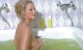 Ursula Andress nel film Colpo in canna