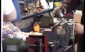 La postina tettona sbocchina il meccanico