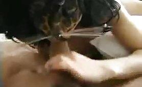 Moglie Amatoriale fa la gatta in calore con maschera