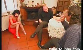 Milf sposata fa un pompino al prete