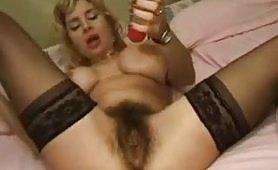 La pornostar italiana Manya in arrapante scena di fisting