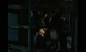 La ceca Gabriella Dani gode in gangbang di pompini con guardoni