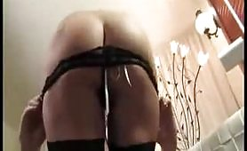 Beatrice Lanzi, un sexy rossa gira un provino porno