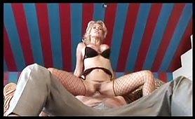 Padrona e schiavo con la sexy Milly D`Abbraccio