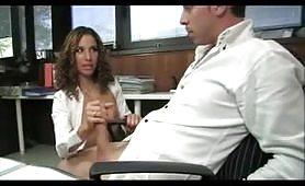 La porno segretaria che tutti vorrebbero avere in ufficio