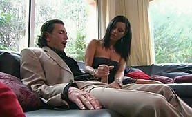 Priscilla Salerno in autoreggenti si fa inculare sul divano