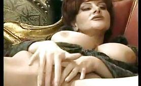 Joy Karin`s in calda scena porno vintage italiano