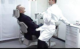 Moglie del dentista - porno italiano completo