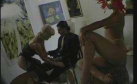 Teresa Visconti gode con giovane cazzuto davanti ad una porcona mascherata