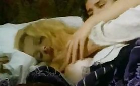 Scena porno vintage ripresa dal film Lucretia una stirpe maledetta