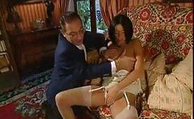 Scena porno vintage italiano con calda segretaria mora