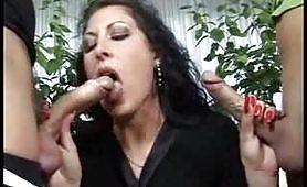 Alessia Roma si prende due cazzi