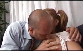 Porno incesto in famiglia con calda figlia maggiorata