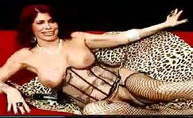 La bellissima Milly si esibisce in un live da non perdere in linea erotica