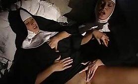 Una bollente scena lesbo ripresa da un film di Salieri