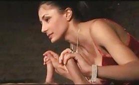 La sexy Sofia Gucci gode con due maschi porci