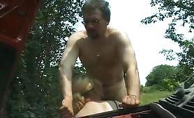 Arrapante scena porno di sesso italiano con calda nonna bionda occhialuta