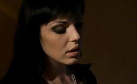 Scena porno lesbo ripresa dal film italiano Dark Lady