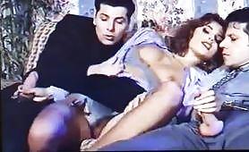 La sexy Simona Valli gode in doppia penetrazione vintage