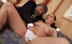 Porno incesto italiano con giovane figlia maggiorata