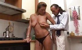 Scena porno del film italiano Esperte di Cazzo