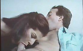 Calda milf rossa italiana gode in scena porno vintage