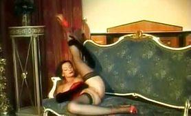 Una calda scena porno con milf mora feticista