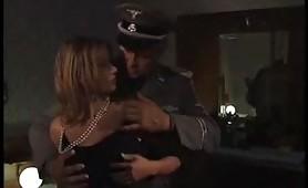 Scena porno ripresa dal film italiano Prede Di Guerra