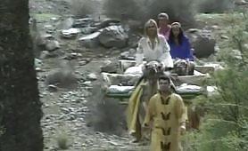 Scena porno vintage con arrapante lesbicata ripresa dal film Sahara