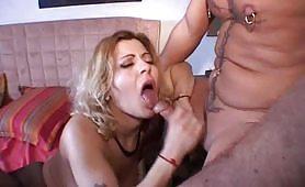 Giulia da Reggio Emilia gode in orgia amatoriale con nero cazzuto e maschi bianchi