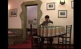 Il bel stallone Silvio Evangelista sodomizza una milf bionda e poppona