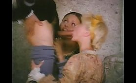 Porno classico con Silvio Evangelista in orgia con due porcone