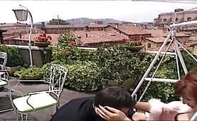 La sexy cougar rossa Teresa Visconti inculata sul terrazzo da giovanotto