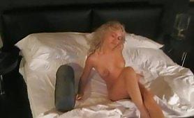 Eliana, una gran figona bionda e maggiorata si esibisce nuda