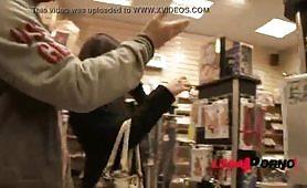 Rebecca Volpetti sodomizzata in gangbang interraziale