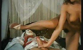 La seducente ungherese Simona Valli sodomizzata da Rocco in porno vintage