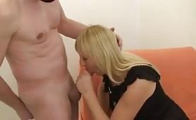 Porno casalingo con la calda cinquantenne bionda, Marta di Nizza