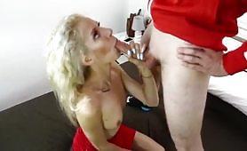 Monique sega con i piedi e sesso