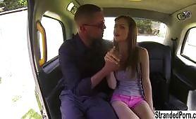 Stella COX pompino di gola profonda in auto