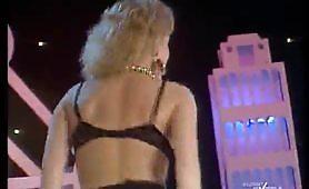 Spogliarello sexy bionde calde al Colpo Grosso