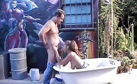 Prima scena ripresa dal pornazzo italiano Fottute e spalmate