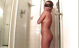 Morgana moglie di Viterbo doccia sexy e ditalino