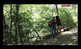 Scopata con la trans nel bosco