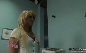 Dottore porco e la sua infermiera maiala