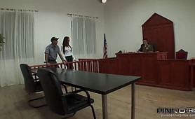 Orgia in tribunale con splendida mora tettona