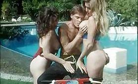 Orgia in piscina con Moana Pozzi