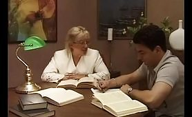 Professoressa matura si scopa lo studente
